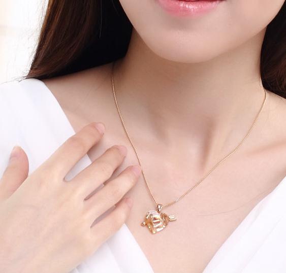 Χρυσό Κολιέ με Καρδιά βέλος Swarovski - hotstyle.gr 54aab8db81f